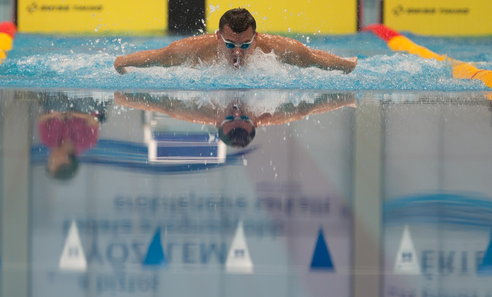 Segít az úszás a visszérben)