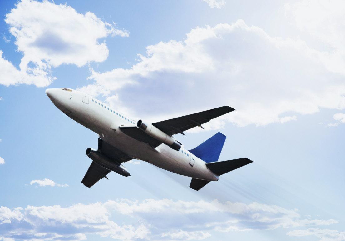 visszeres repülőgépen repül)