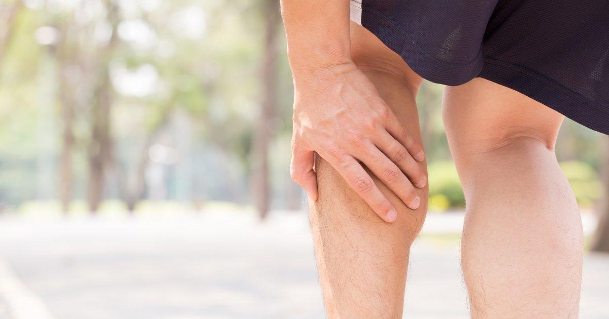húzódó fájdalom a láb visszeres