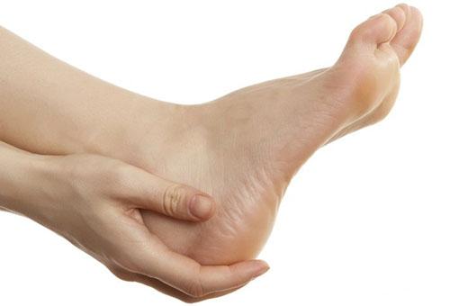 Miért megfeketedik a lábakat a térd alatt. Mi a teendő