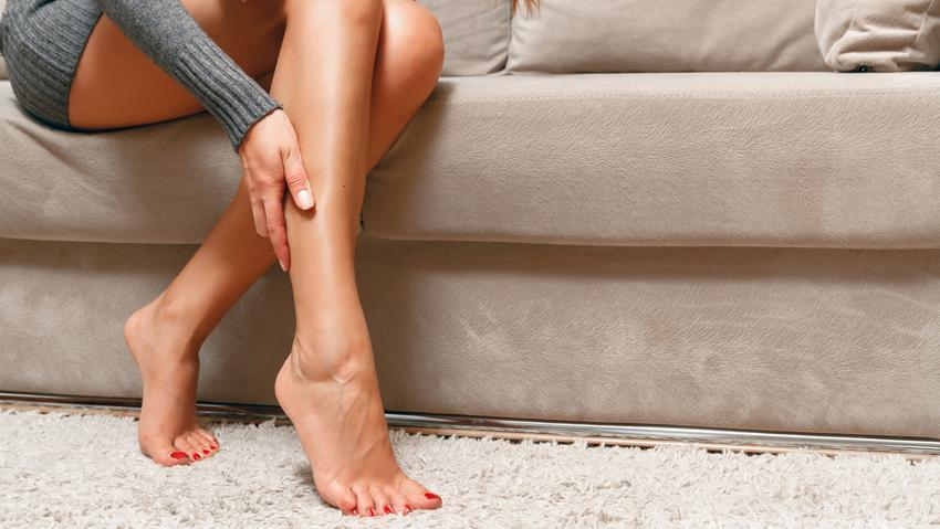 Duzzanat a nyirok a lábakon