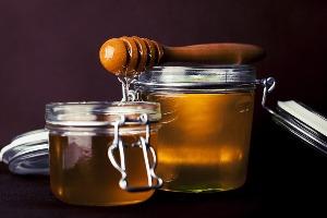 hagymát mézzel a visszér ellen)