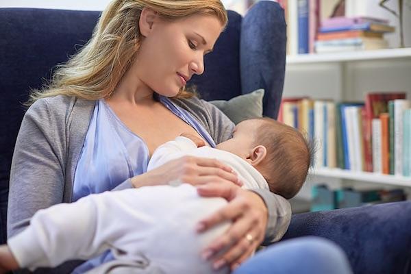 A szoptatás 4 meglepő, jó hatása az anyák számára